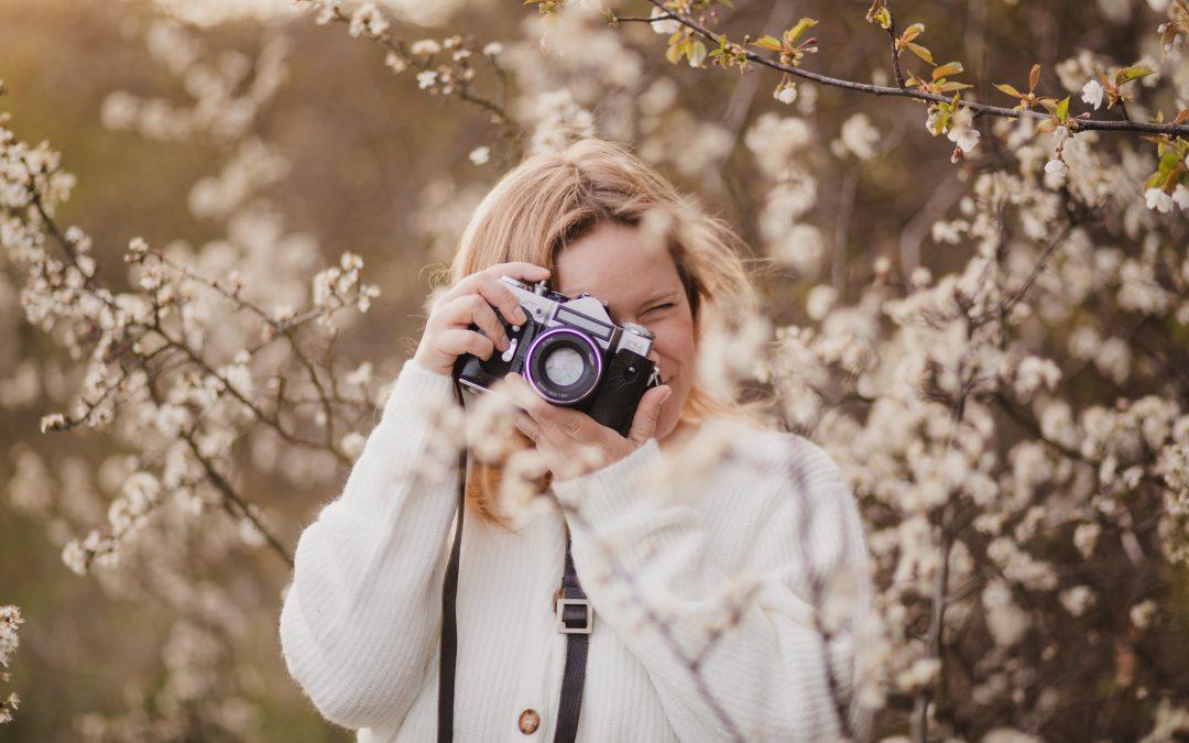 Portret wresztce kwitnących krzewów