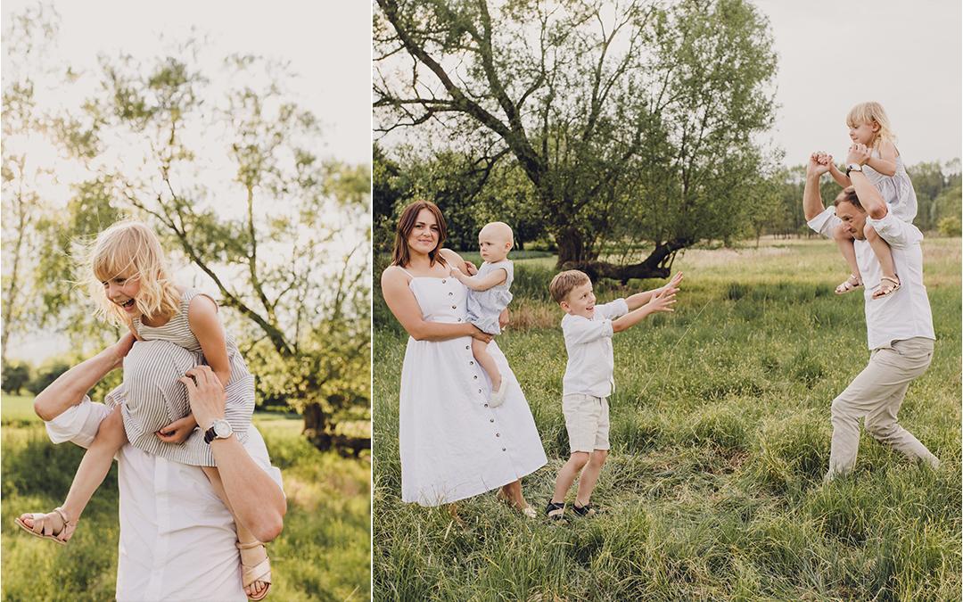 Fotografia ślubna isesje lifestyle, rodzina ubrana nabiało bawi się