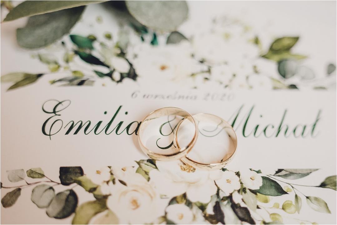 obrączki slubne zdjęcie nazaproszeniu emilia imichał